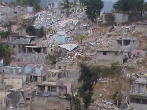 Des maisons reduitent en poussière
