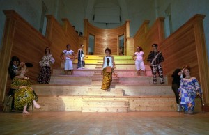 Défilé de mode Made in Kongo en Italie, les habits Centre de Couture Malaki Développement du Congo portés par les étudiantes de l'Art School de Savona